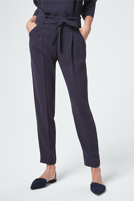 Crêpe-Bundfaltenhose in Navy