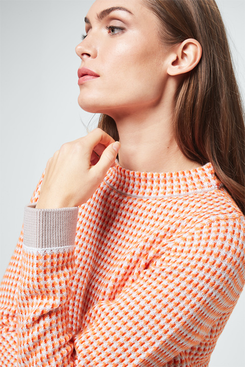 Pullover in Orange-Weiß-Grau gemustert