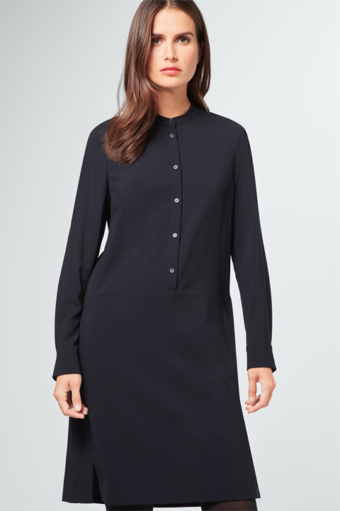 Wollcrêpe-Kleid in Navy