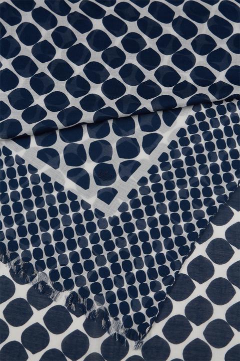 Schal in Blau gemustert